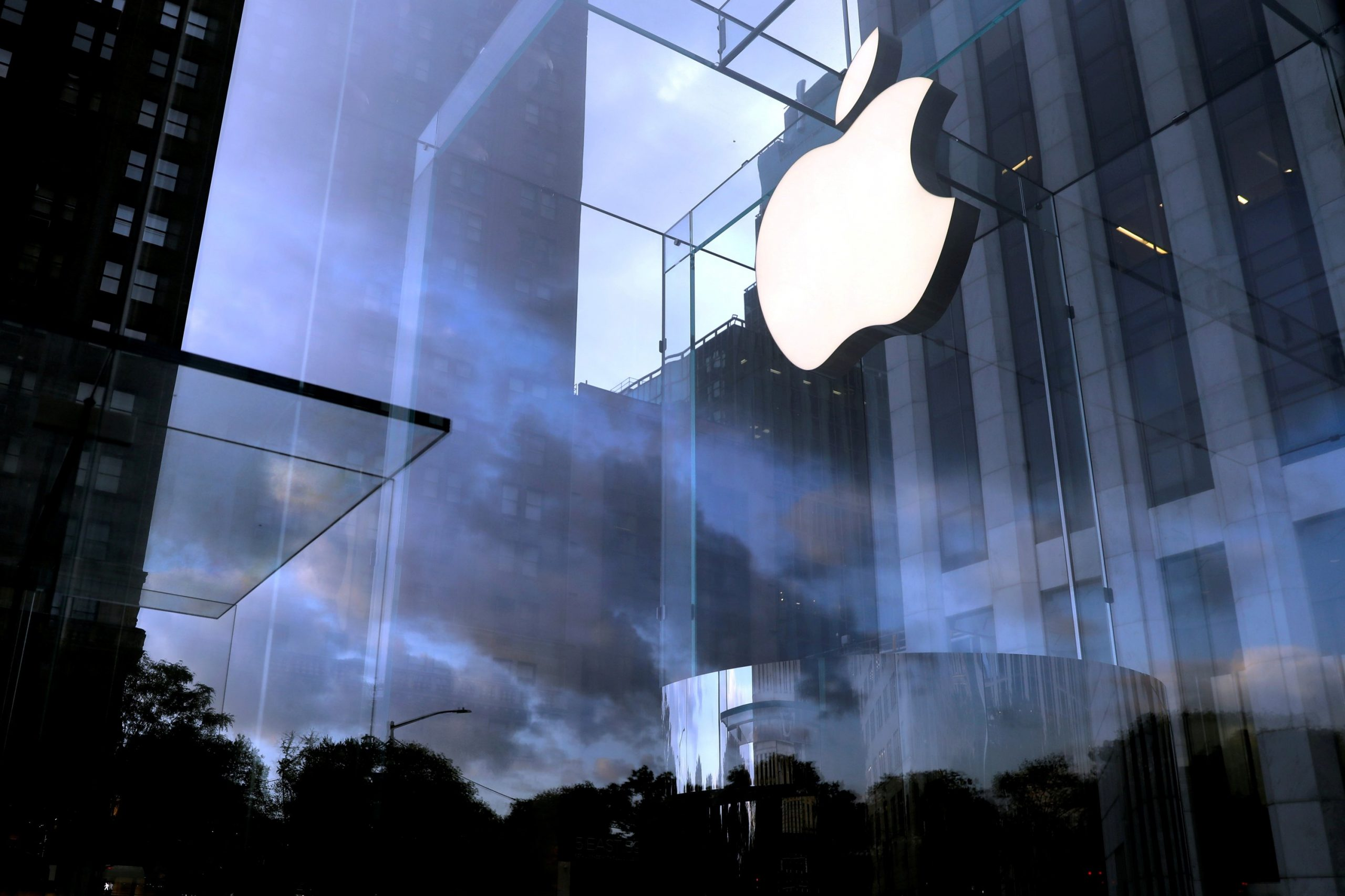 Surging COVID-19 cases push Apple to delay office return